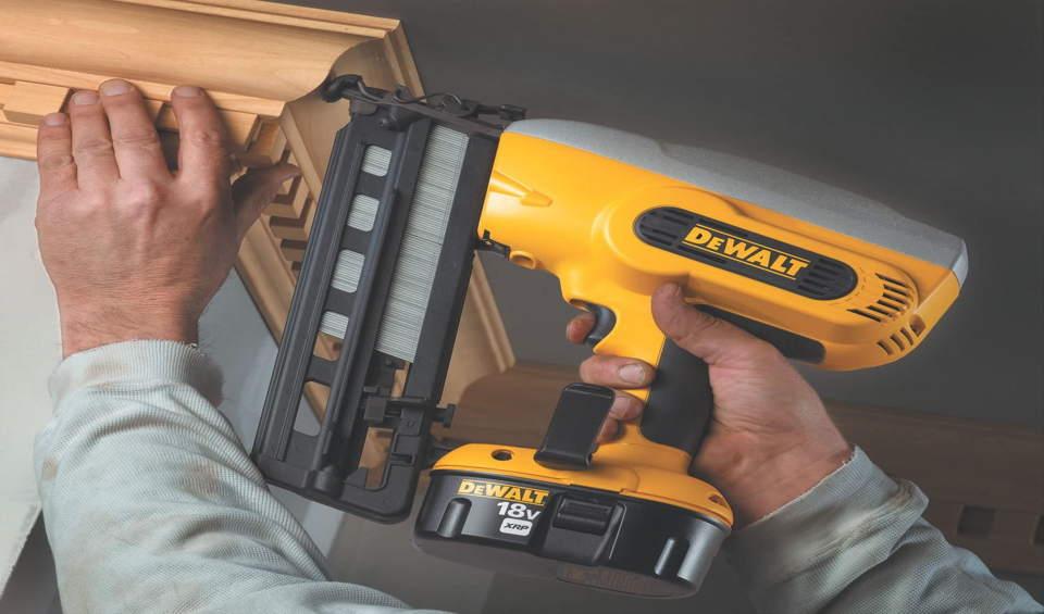 Electric nail gun for trim